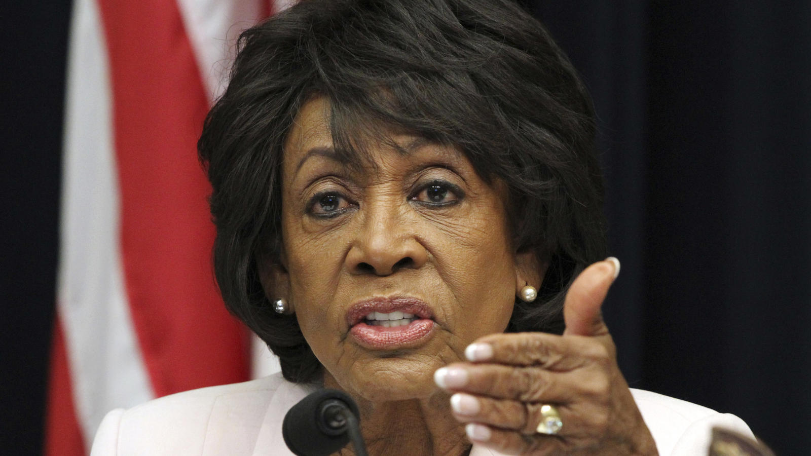 ct-maxine-waters-death-threat-20180628-001